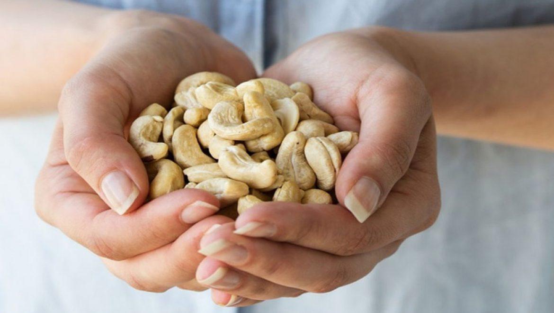5 דברים שיקרו אם תאכלו חופן אגוזי קשיו בכל יום