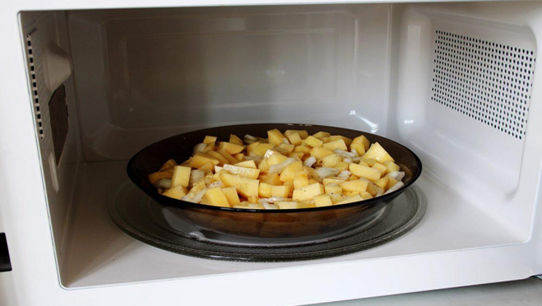 13 מוצרי מזון שאסור לחמם שוב במיקרוגל