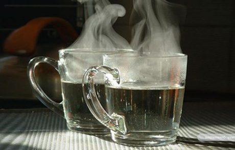 היתרונות שיש בשתייה של מים חמים
