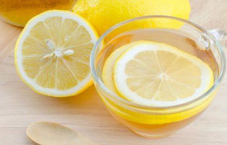 6 סיבות האם כדאי לשתות מים עם לימון בבוקר