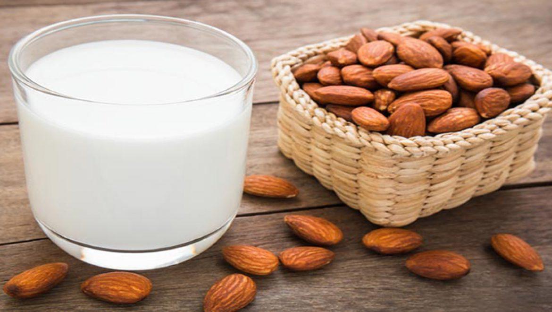 7 תופעות לוואי חמורות של חלב שקדים ומי נמצא בסיכון