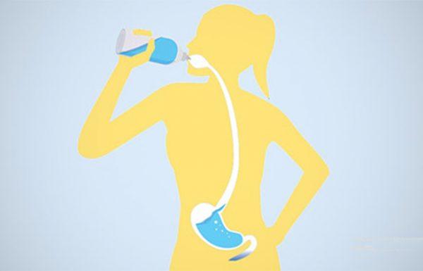 4 צורות לשתיית מים בדרך הנכונה