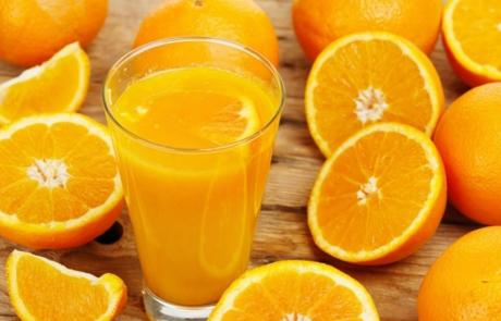 10 יתרונות בריאותיים של שתיית מיץ תפוזים