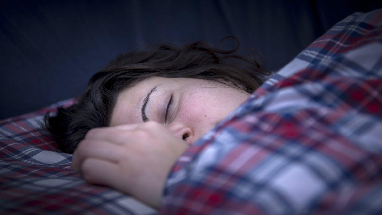 מחקר מגלה: איך לישון בחושך מוחלט יכול לשפר את הבריאות שלכם