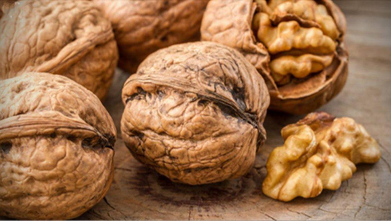 אלה המזונות שכדאי לצרוך עבור ציפורניים חזקות ושיער בריא