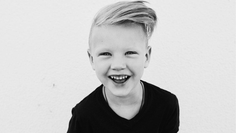 חוקרים חושפים 10 דברים שגורמים לילדים להיות מאושרים יותר